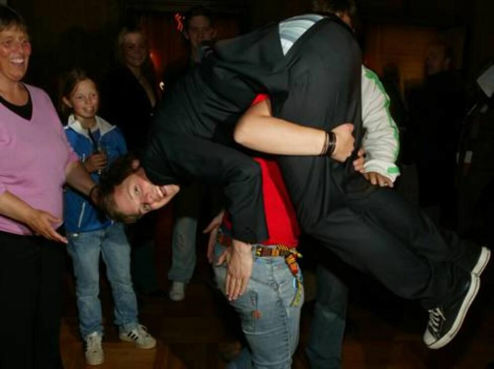 <strong>OSLO 2006-05-19:</strong> Idol-finalen 2006. Idol-vinner Alexander med familien. FOTO: WERNER JUVIK Foto: Werner Juvik, Se og Hør
