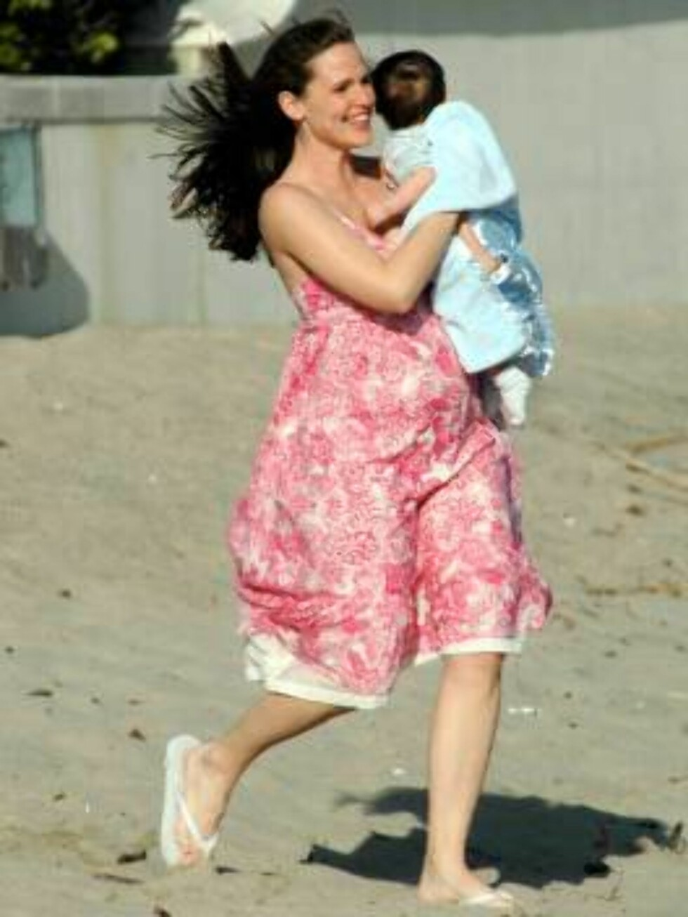 Jennifer Garner and Michael Vartan on the beach during the Alias filming. April 16, 2006 X17agency exclusive / ALL OVER PRESS Foto: All Over Press