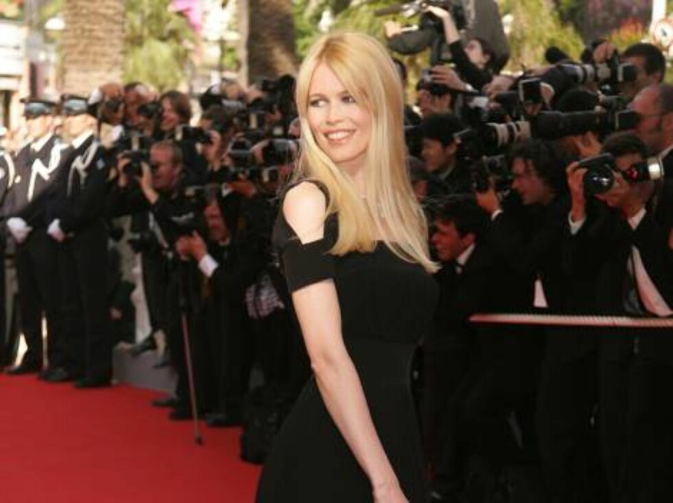 <strong>CANNES, FRANCE - MAY 28:</strong>  Model Claudia Schiffer attends the premiere of 'Transylvania' during the 59th International Cannes Film Festival closing ceremony at the Palais May 28, 2006 in Cannes, France.  (Photo by Peter Kramer/Getty Images) *** Local Capti Foto: All Over Press