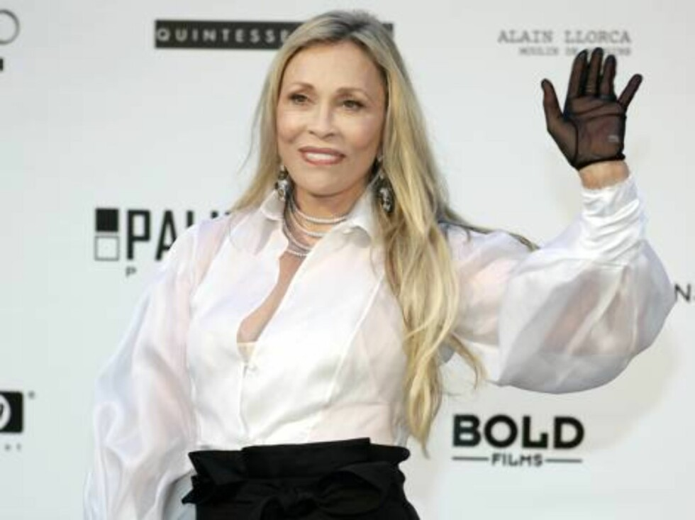 U.S. actress Faye Dunaway arrives for amfAR's Cinema Against AIDS 2006 event, during the 59th International Cannes film festival in Mougins, southern France, Thursday, May 25, 2006.  (AP Photo/Jeff Christensen) Foto: Scanpix AP