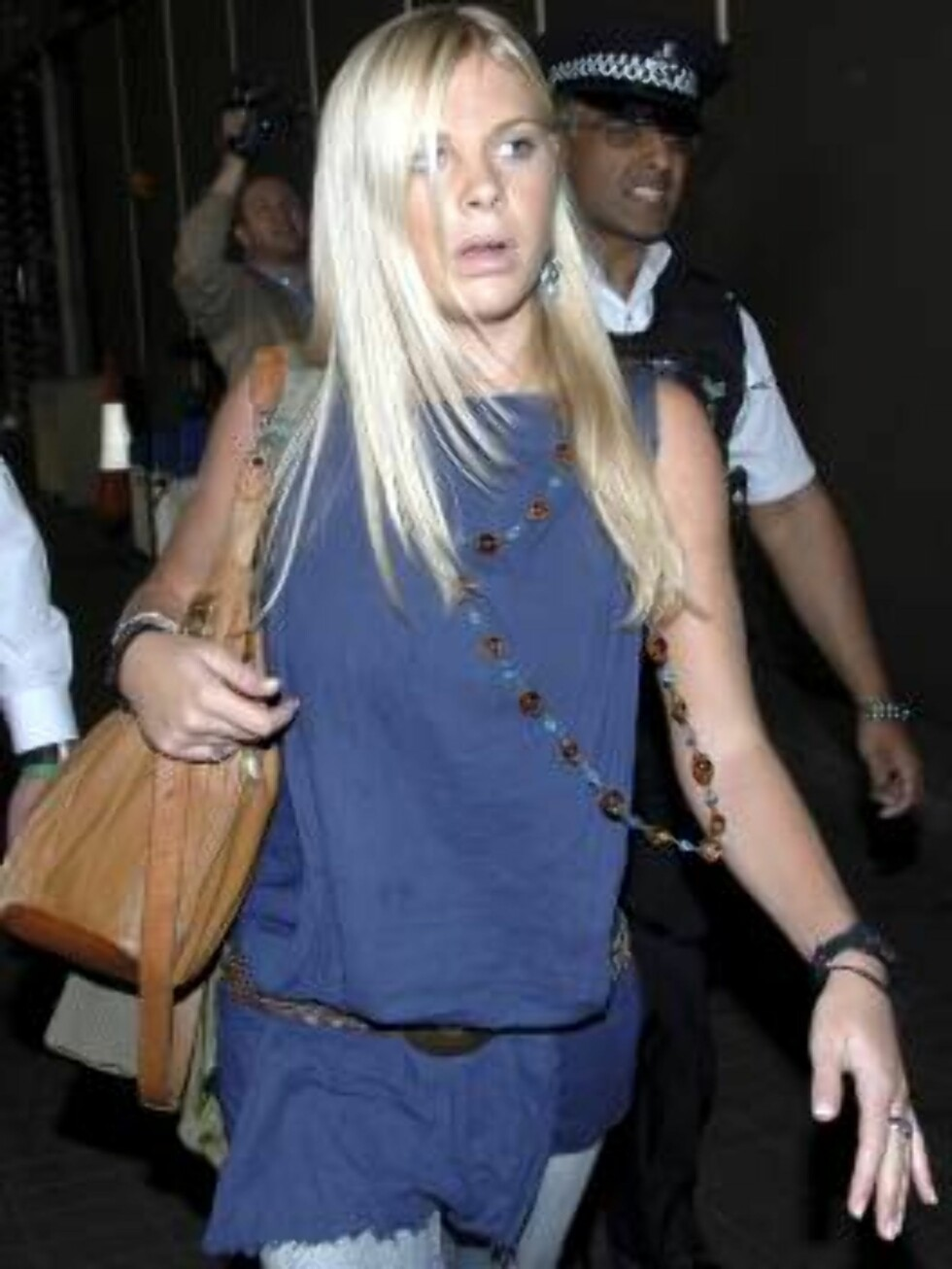 Chelsy Davy girlfriend of Britain's Prince Harry, arrives at London's Heathrow Airport from South Africa Tuesday April 11, 2006. (AP Photo/Str) ** UNITED KINGDOM OUT, NO SALES,  NO MAGS, NO INTERNET** Foto: AP