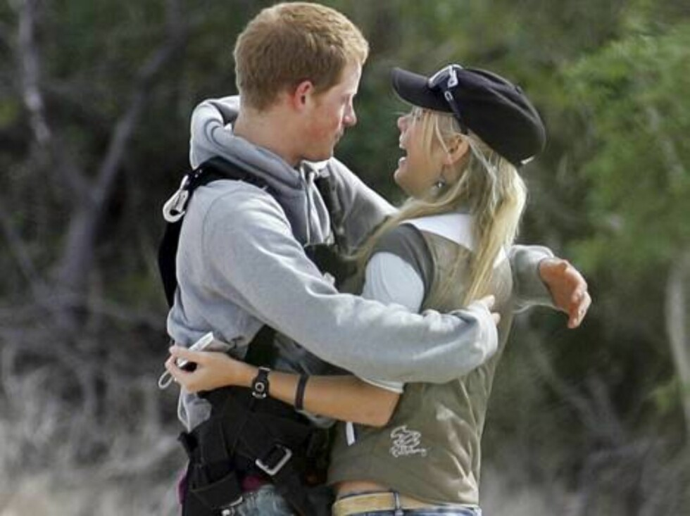 Prince Harry and his girlfriend Chelsy Davy skydiving while on holidays in South Africa - 20060504  colourpress.com  Durban, South Africa - His Royal 'High'ness Prince Harry skydiving in South Africa whilst on holiday with his girlfriend Chelsy Davy, Foto: colourpress.com