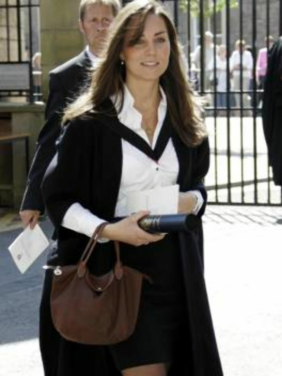 Britain's Prince William's girlfriend Kate Middleton leaves after attending their university graduation ceremony at St. Andrews University in St. Andrews, Scotland, Thursday June 23, 2005. William, the son of Prince Charles and the late Princess Diana, re Foto: AP