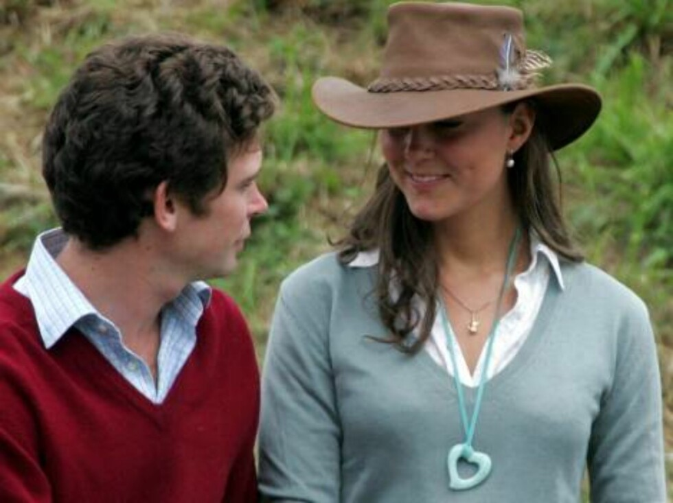 TETBURY, ENGLAND - AUGUST 6: Kate Middleton, girlfriend of Prince William chats with friends and companions in front of the main arena, on the second day of the Gatcombe Park Festival of British Eventing at Gatcombe Park, on August 6, 2005 near Tetbury, E Foto: All Over Press
