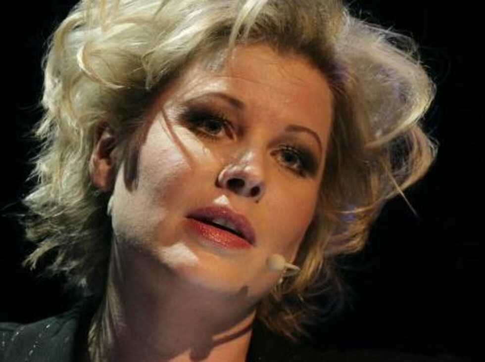 STORT HONORAR: Anne-Kat. Hærland tjener bra på å underholde for firmaer. Selv kan hun le hele veien til banken... Foto: Se og Hør, Tor Lindseth