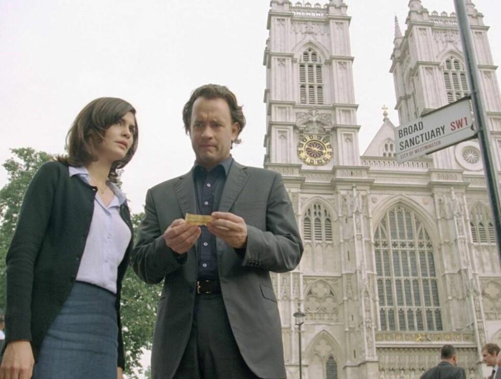 PÅ HISTORISK GRUNN: Filmen Da Vinci-koden er spekket med turistattraksjoner. Her er skuespillerne Tom Hanks og Audrey Tautou fra en scene i filmen.  Foto: Sony Pictures
