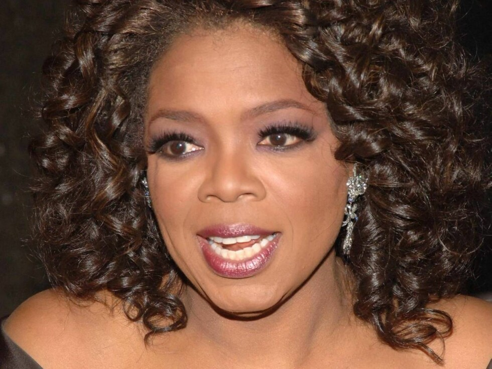 """NEW YORK - DECEMBER 01 : Television personality Oprah Winfrey attends the Broadway opening of """"The Color Purple"""" that she produced at the Broadway Theatre December 1, 2005 in New York City.   (Photo by Brad Barket/Getty Images) Foto: All Over Press"""