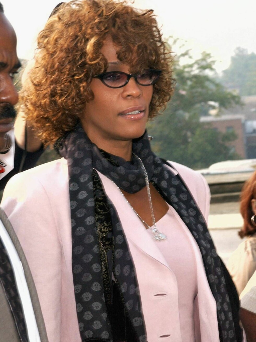 DECATUR, GA - AUGUST 27:  Singer Whitney Houston leaves the DeKalb County Courthouse after a probation violation hearing for her husband, singer Bobby Brown on August 27, 2003 in Decatur, Georgia.  Brown was sentenced to 14 days in jail followed by 60 day Foto: All Over Press