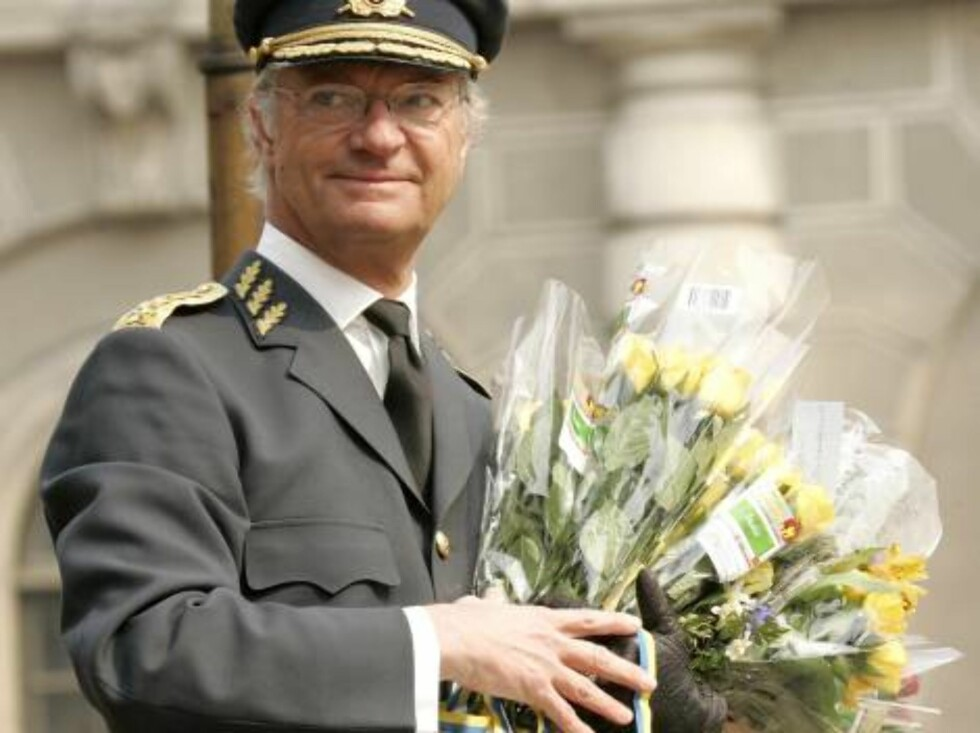 King Carl Gustaf of SwedenÕs 60th Birthday Celebrations. Military Tribute & Changing of The Guard at The Royal Palace in Stockholm. 30/4/06 Picture: UK Press (ref 7891-MC/JP) Foto: All Over Press