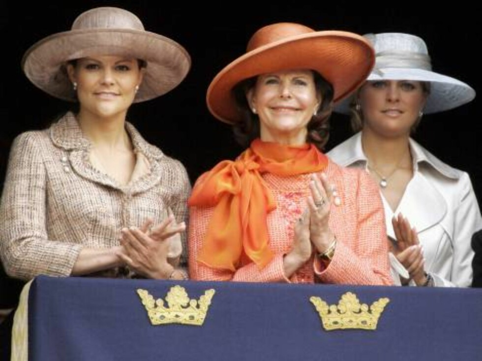 Queen Silvia, Crown Princess Victoria & Princess Madeleine attend King Carl Gustaf of Sweden's 60th Birthday Celebrations. Military Tribute, Changing of the Guard at the Royal Palace, Stockholm. Picture: UK Press Foto: All Over