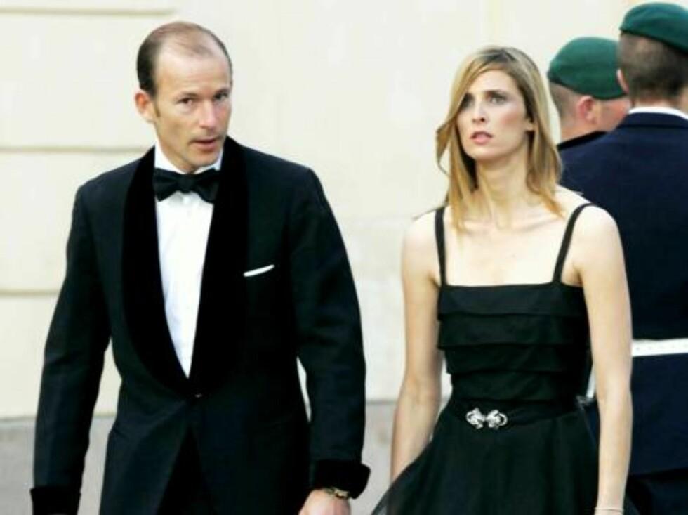JETSETT I ETT SETT: Bulgarske prins Kyril og hans Rosario er gjengangere ved kongelige fester i Europa. Fruen var flott i sort organza med glitrende brosje i livet. Foto: All Over Press
