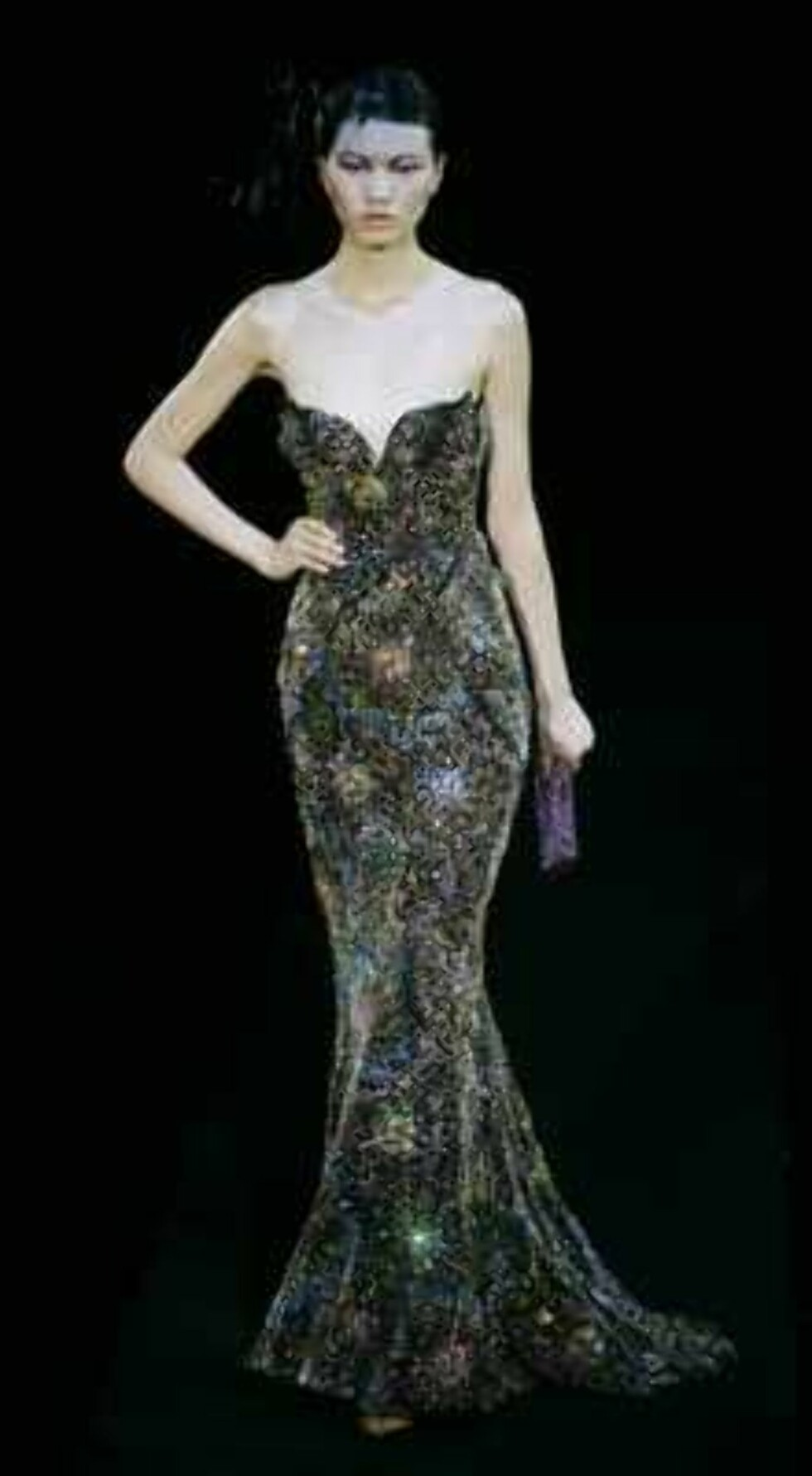 A model presents the creation during the Giorgio Armani Prive Spring-Summer 2006 Haute Couture fashion show  in Hong Kong Thursday, March 30, 2006. Giorgio Armani is seeking to expand his fashion empire in China _ a place he says has always inspired his d Foto: AP