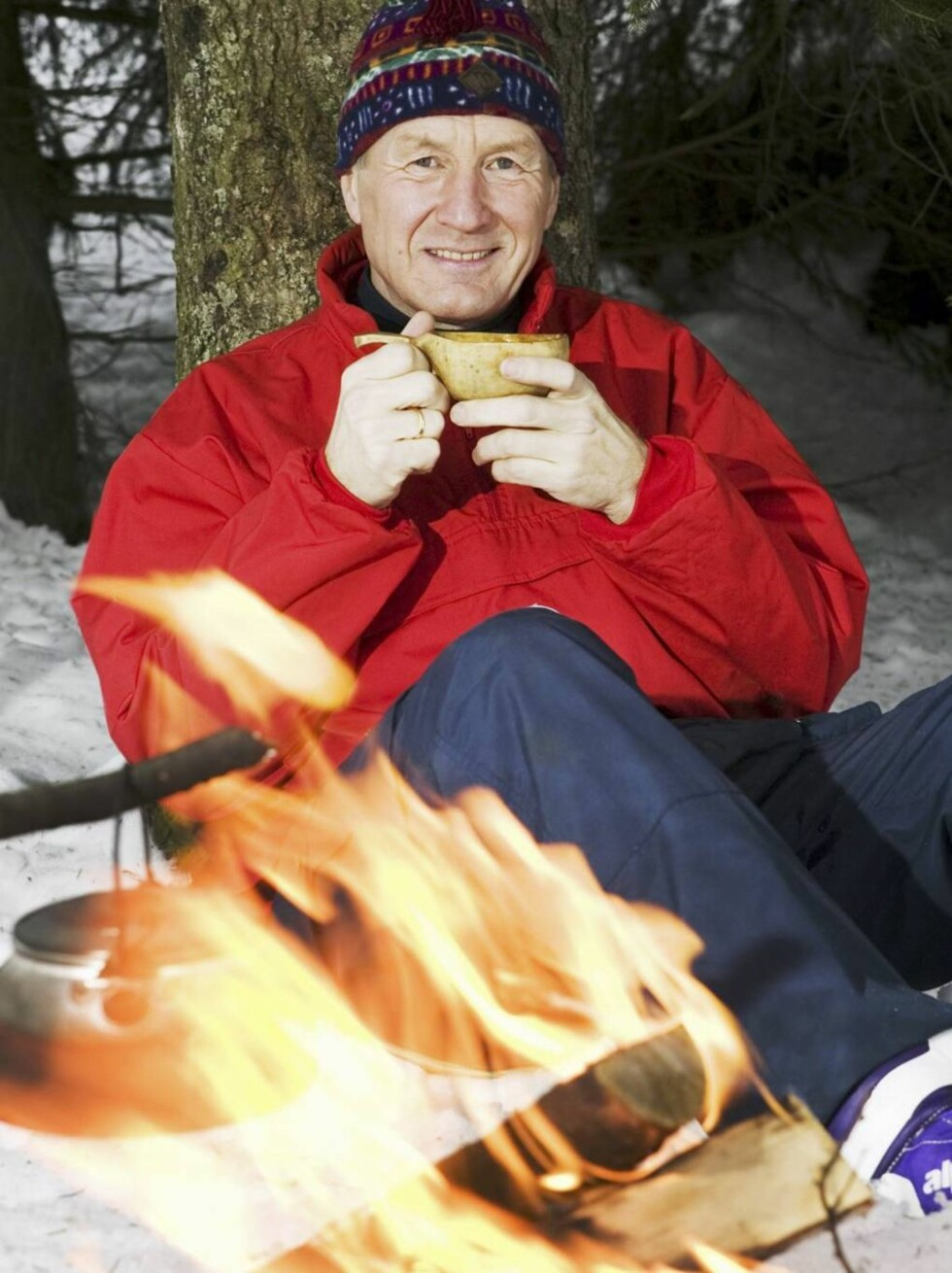 HELSEBOT: - Først en rask tur på ski, så rett inn i badstua. Etterpå avslutter jeg gjerne med et glass vin foran peisen. Det er helsebot det! sier Thorbjørn Jagland.