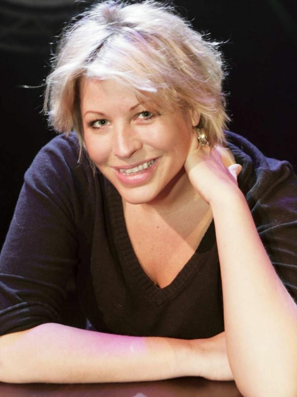 """Fyrer løs: I frekk stil herjer Anne-Kat. med alt og alle i sitt nye show """"Tatt av vinen"""". Foto: Tor Kvello"""