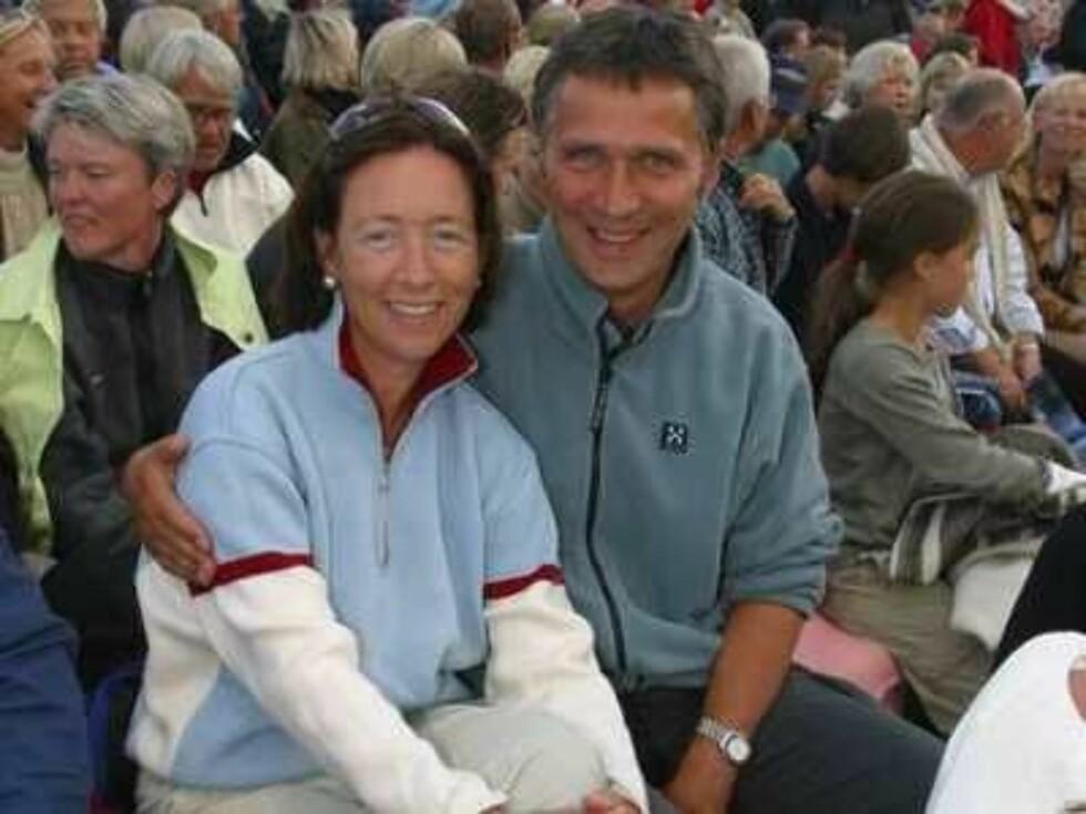 Peer Gynt-stemnet, Gålå/Vinstra. Åsne Seierstad fikk Peer Gynt-prisen. Jens Stoltenberg og kona Ingrid Schulerud.  FOTO: TORE SKAAR Foto: Se og Hør