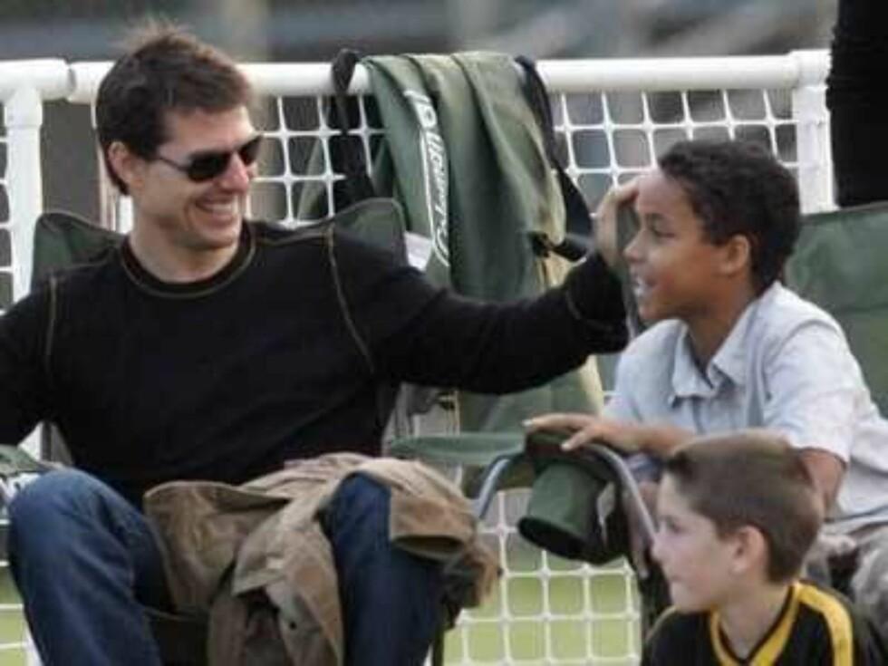 FAR OG SØNN: Pappa Tom skal være svært stolt over sønnen sin Connor som nå debuterer som skuespiller. Foto: All Over Press