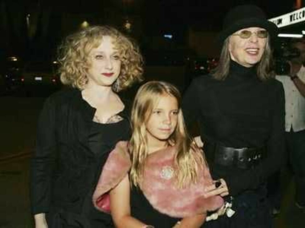 """LOS ANGELES - JUNE 22:  Actors Carol Kane (L) and Diane Keaton, with her daughter Dexter, arrive at the after party for the premiere of the Broadway musical """"Wicked"""", hosted by Universal Pictures, at the Hollywood Palladium on June 22, 2005 in Los Angeles Foto: All Over Press"""