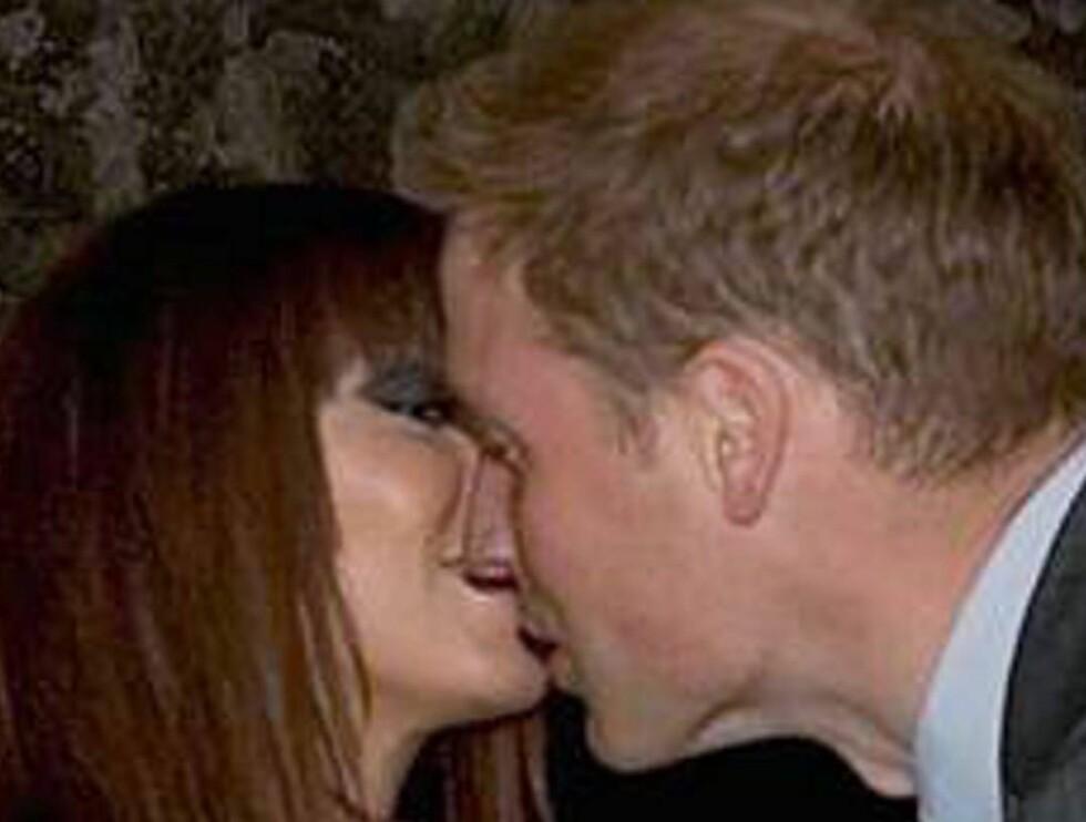 KYSSET: Her er kysset hele England snakker om. Natasha åpnet leppene og ga William et tungekyss - i alles påsyn! Foto: All Over Press