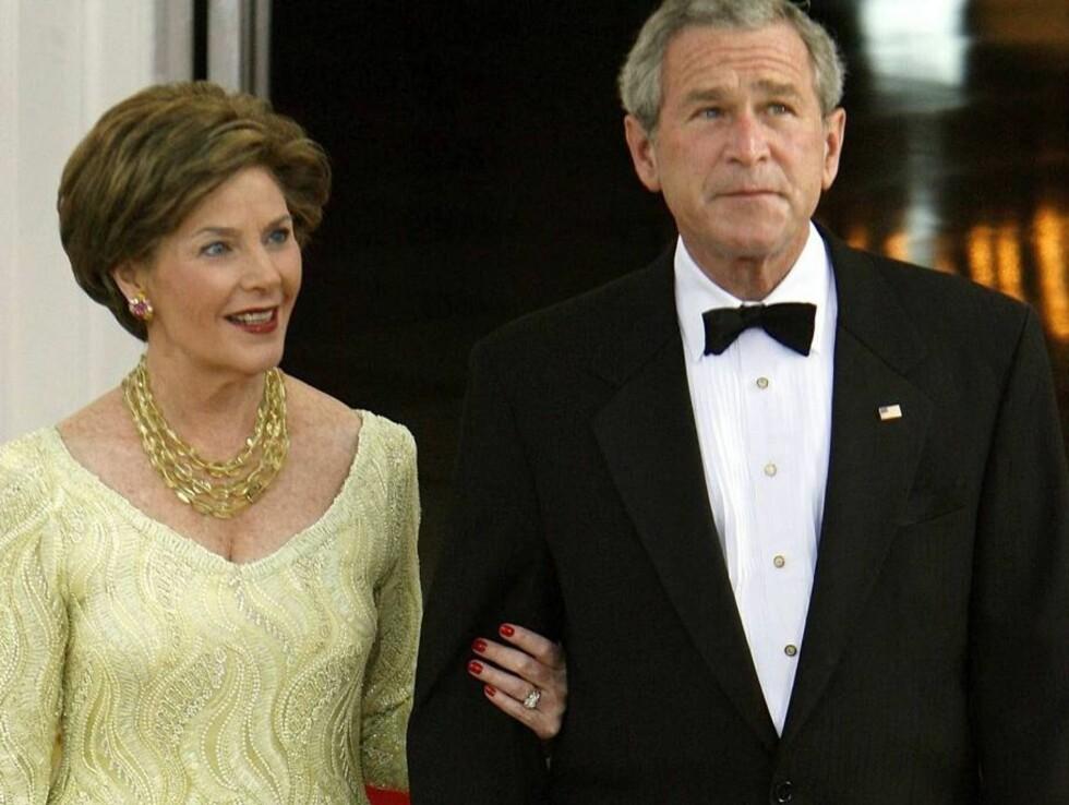 KUN FASADE? Hjemme skal ekteparet Bush nærmest leve isolert fra hverandre. Foto: All Over Press