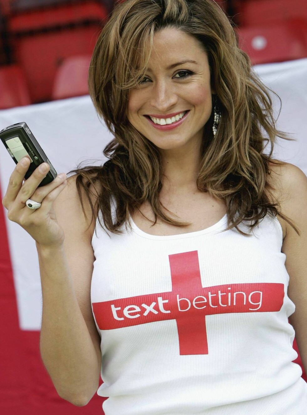 PR-STUNT: Rebecca Loos er kjent for sin bruk av mobiltelefoner. Foto: All Over Press