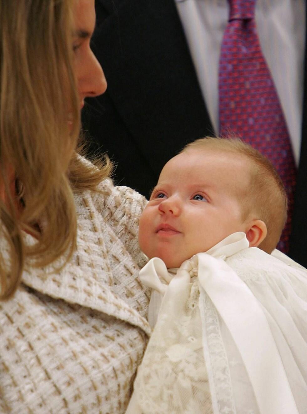 SØT: Med vakker mor og kjekk far blir nok Leonor en nydelig prinsesse! Foto: AP/SCANPIX