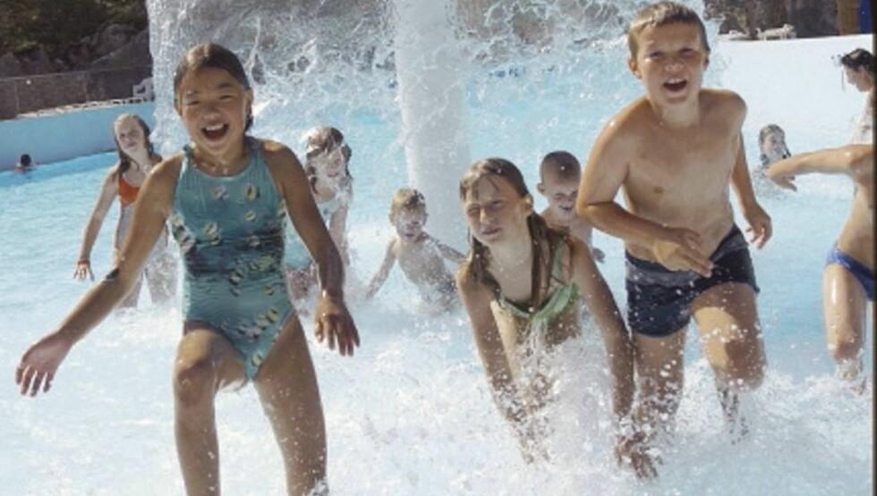 JIPPI: Det er deilig å slå i hjel en sommerdag i et sprudlende basseng.