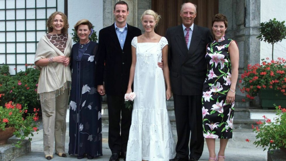 STILLER OPP: Alle de voksne medlemmene i kongefamilien har stilt opp for den nye Kongebiografien. Foto: Henning Jensen