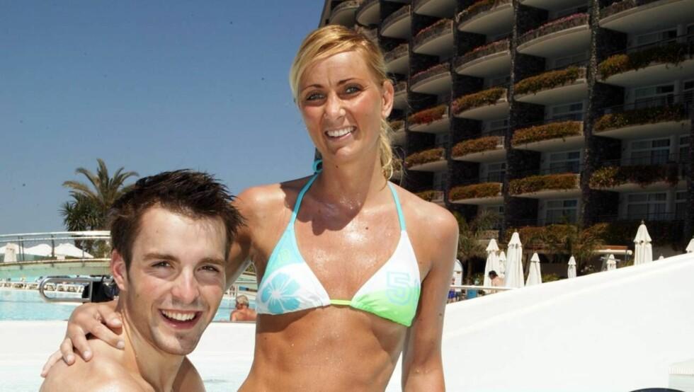 SMØRER BARE MED SOLOLJE: Samboerparet nøt syv deilige dager på Anfi del Mar på Gran Canaria. - Det var en fantastisk ferie, sier Magnus og Irene. Foto: Se og Hør