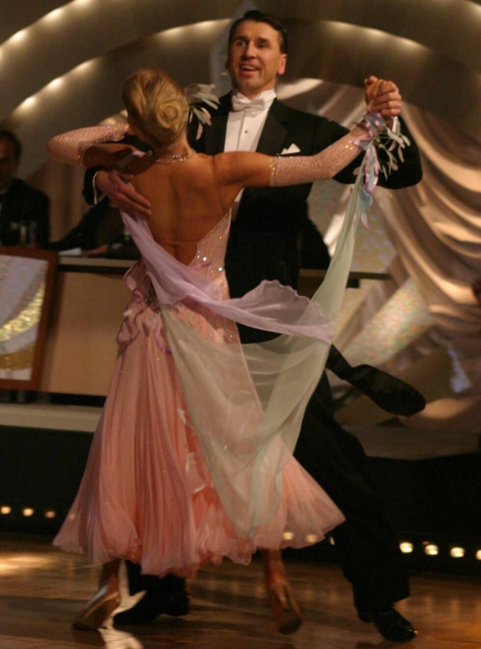 """PÅ DANS: Simen deltok i """"Skal vi danse"""" med Gyda Kathrine Bloch. Paret røyk tidlig ut. Foto: Se og Hør"""