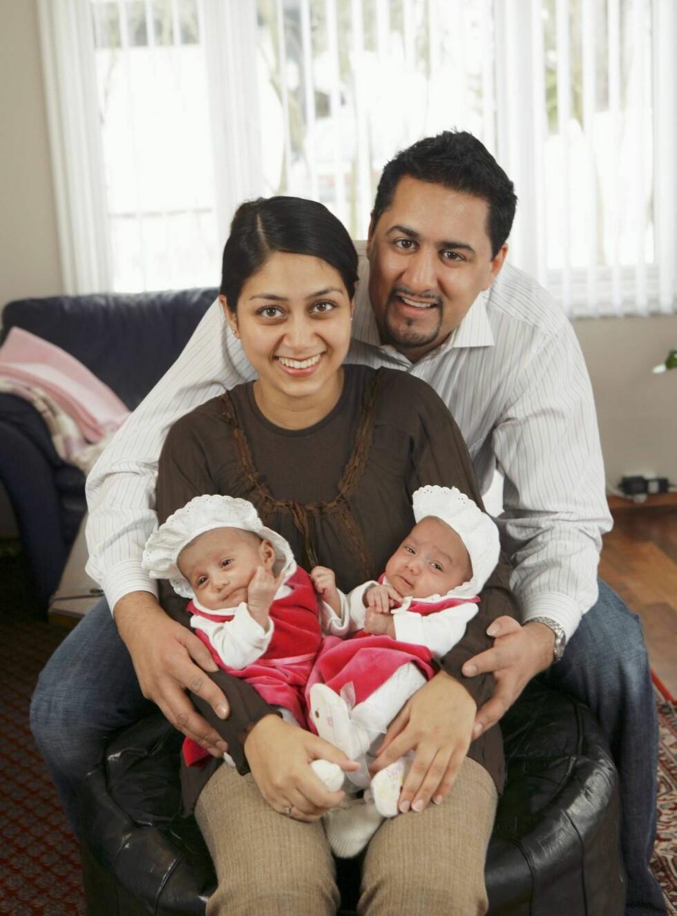 FAMILIELYKKE: - Jeg trodde aldri jeg ville bli så lykkelig, sier Abid Raja om å bli far til lille Sara og Maya. Foto: Se og Hør