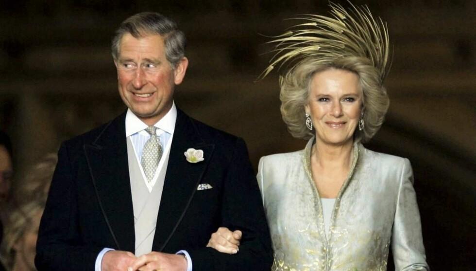 STIVT SMIL: Charles visste lite om at han ville få frisørregninger på 65 000 kroner i måneden da han giftet seg med Camilla. Foto: AFP