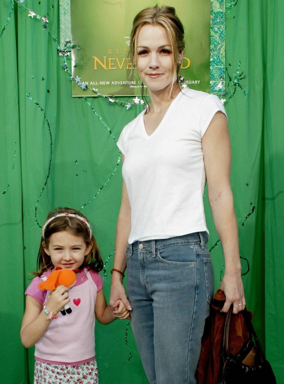 """400786 03:  Actress Jennie Garth and her daughter Luca Fatinilli attend the film premiere of """"Return To Never Land"""" February10, 2002 in Los Angeles, CA.  The film will be released February 15, 2002.  (Photo by Frederick M. Brown/Getty Images) ALL OVER PR Foto: All Over Press"""