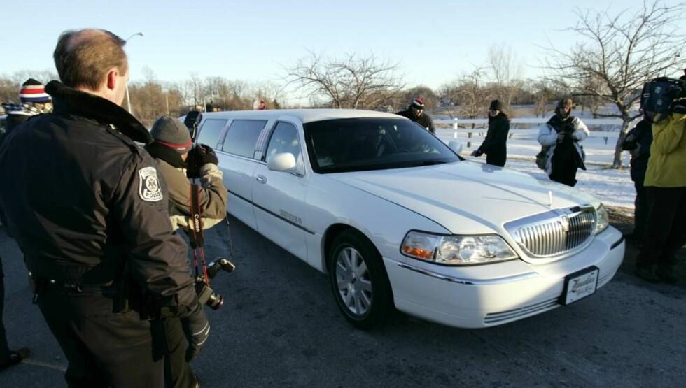 BREDE GLIS: Verdens fremste rappere kom i bryllupet, og de er ikke kjent for å spare på glasuren når de skal vise seg... Foto: AP/SCANPIX