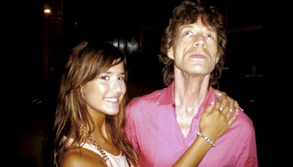 BETATT: - Hadde Mick vært 30 år yngre ville jeg giftet med ham, sier Luli (18). Foto: colourpress.com