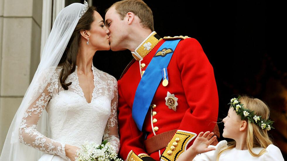 FEM ÅR GAMMELT KYSS: Fredag 29. april er det akkurat fem år siden prins William og hertuginne Kate ble smidd i hymens lenker i London og kysset foran det britiske folk på slottsbalkongen til Buckingham Palace som mann og kone. Foto: Afp