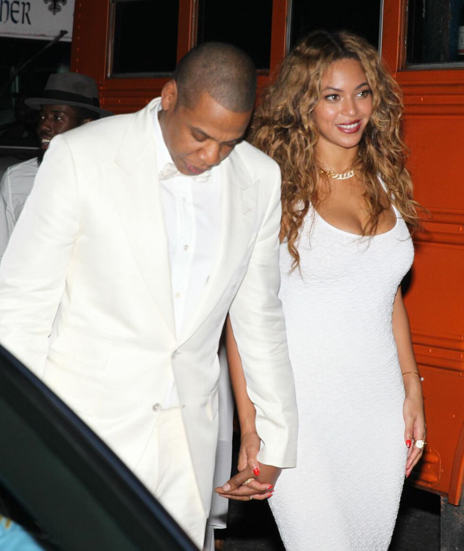 FLOTTE: Beyoncé og Jay-Z så flotte ut i helhvitt. Foto: Stella Pictures