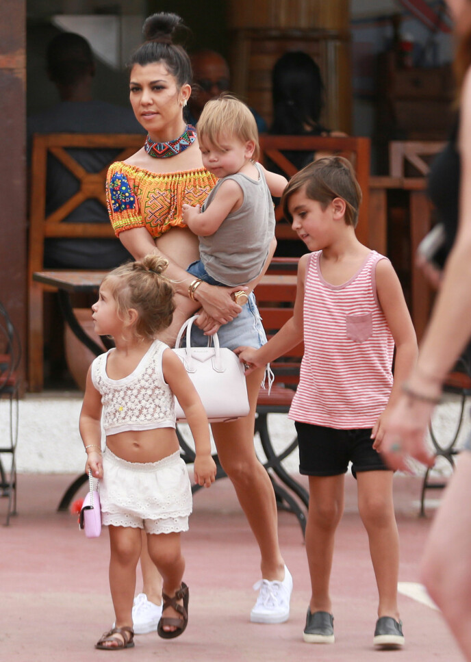 DELER BARN: Det tidligere paret deler omsorgen for sine tre barn. Foto: Brian Prahl / Splash News / NTB