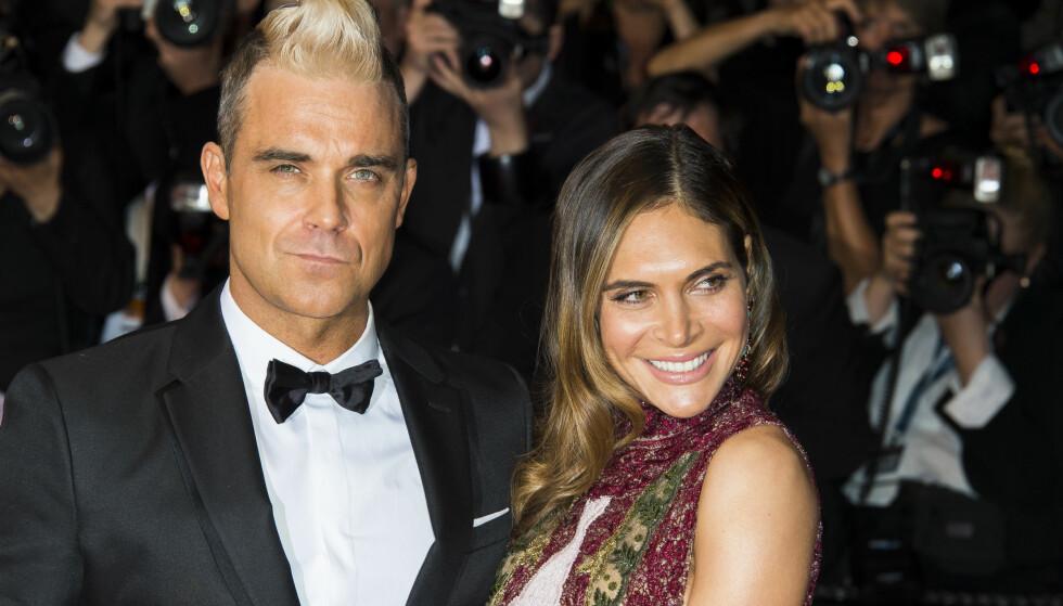 GOD STØTTE: Robbie Williams takker kona Ayda for all hjelp til å stable seg selv på beina igjen.