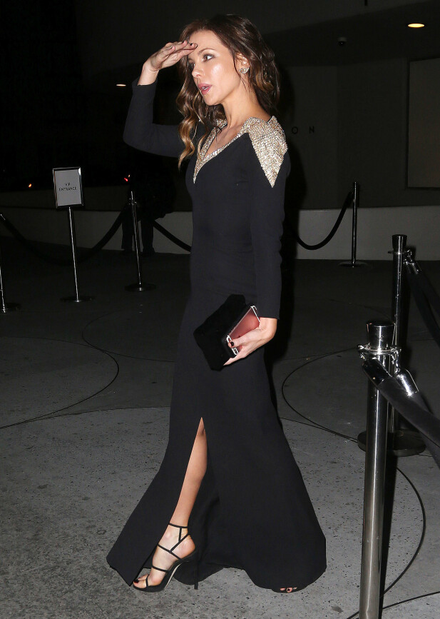 GULLKANT: Kate Beckinsale kom i en gullkantet Dior-kjole. Foto: NTB Scanpix.