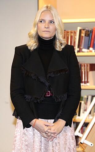 PÅ PLASS: Kronprinsesse Mette-Marit på Deichmanske bibliotek på Majorstuen filial i Oslo onsdag. Foto: Lise Åserud / NTB Scanpix