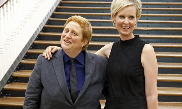 LYKKELIG: Cynthia og Christine har vært kjærester siden 2004 og gift de siste fire årene. Foto: Scanpix.