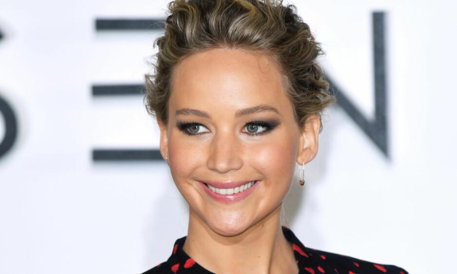 KOM MED AVSLØRING: Skuespiller Jennifer Lawrence skapte fullt drama da de filmet inn filmscene på Hawaii. Foto: NTB scanpix