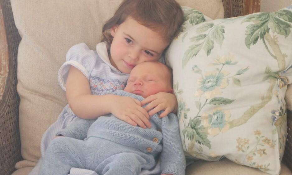 STOLT STORESØSTER: Prinsesse Amalia og lille prins Liam Henri av Luxembourg. Foto: Scanpix
