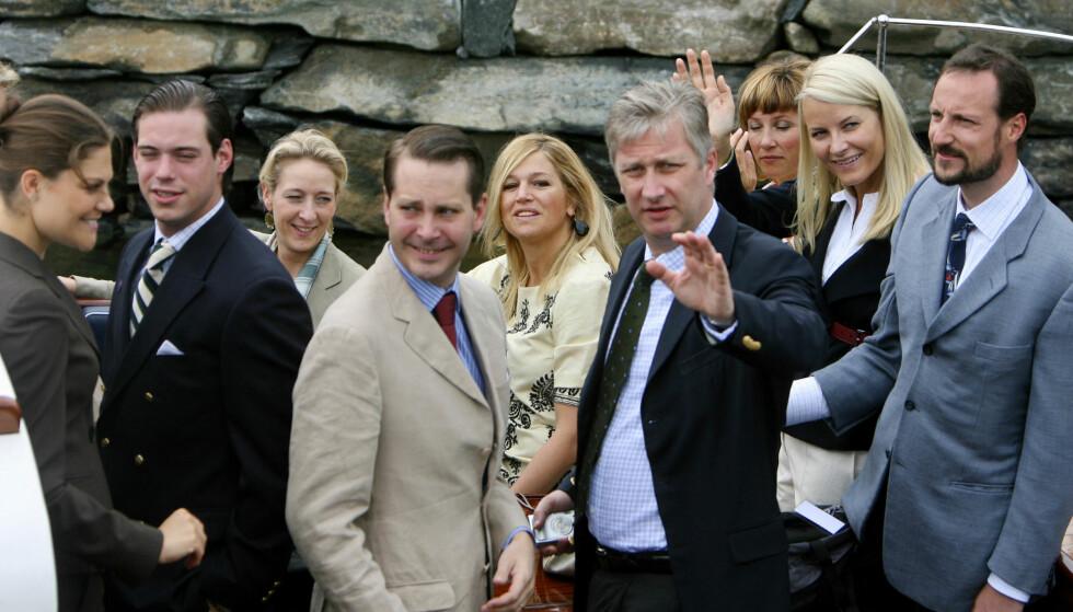 KONGELIGE GJESTER: Prins Felix (nr. to fra venstre) var blant gjestene da dronning Sonja i 2007 feiret 70 år med bursdagsfest i Spangereid i Vest-Agder. Foto: Scanpix