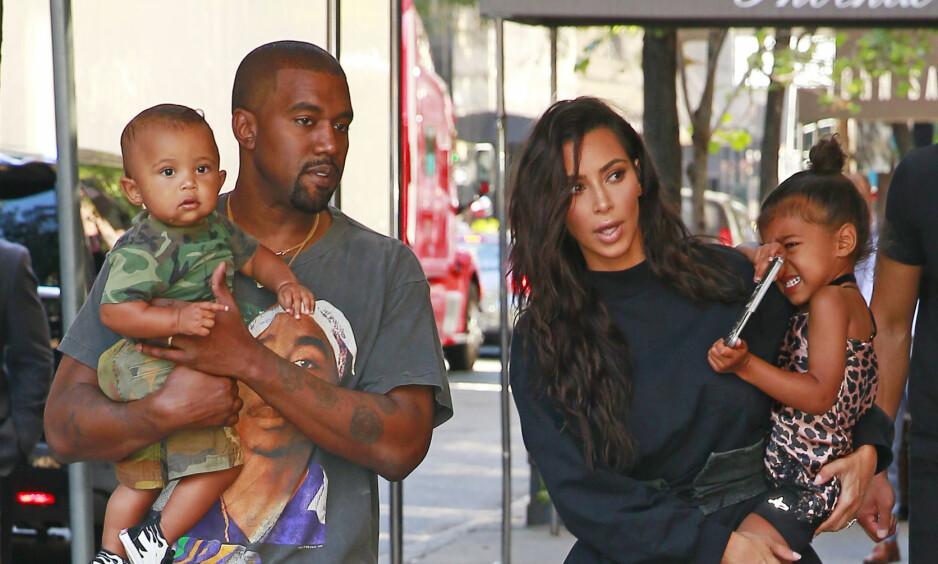 BLIR FORELDRE IGJEN: Kim Kardashian og Kanye West bekrefter nå at de blir foreldre igjen. Fra før har de de yndige barna North og Saint, og på nyåret blir den lille familien nok et hakk større. Foto: NTB scanpix