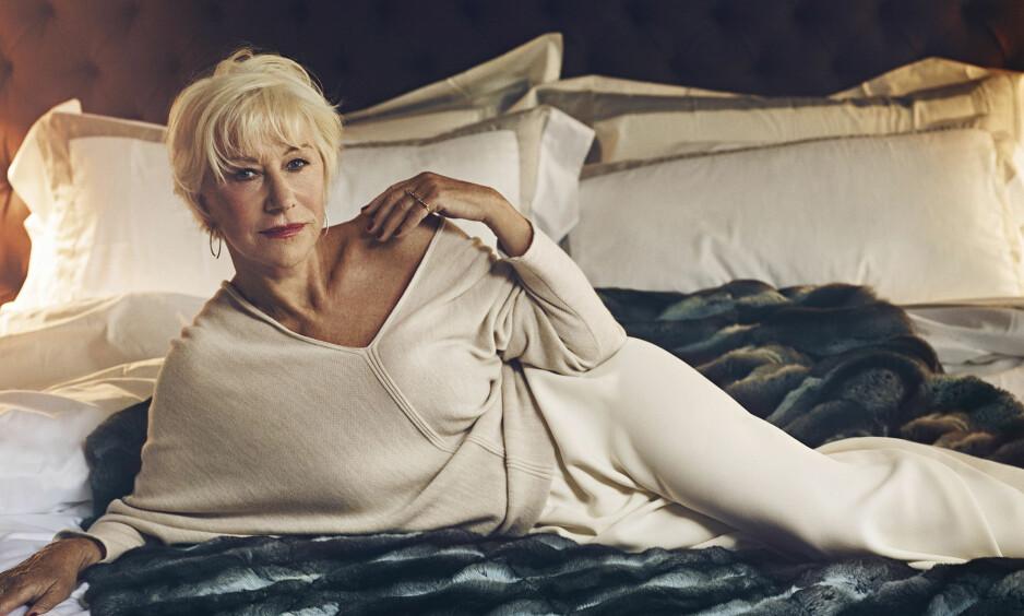 VAKKER: Her poserer Helen Mirren drevent for bladet AARPFs desember/januar utgave. Foto: MillerMobley/AARP/Splash Scanpix
