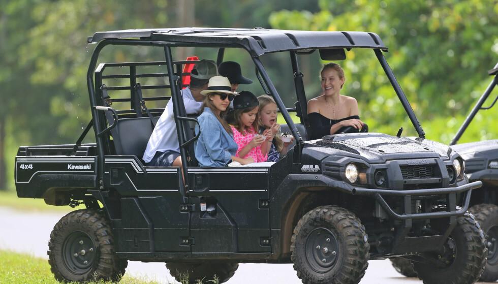 PÅ UTFLUKT: Familien benyttet også feriedagene til å dra på utflukt for å se på Hawaiis ville natur. Foto: Scanpix