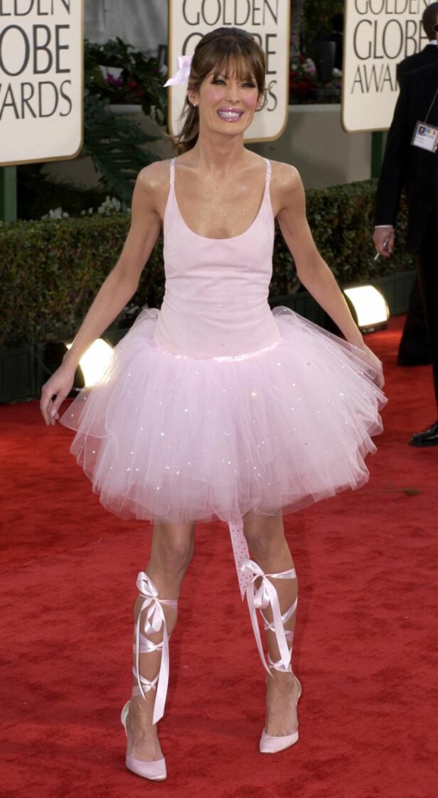 <strong>BALLERINA:</strong> Lara Flynn Boyle så ikke ut til å være sikker på om hun skulle på Golden Globes eller premiere på en bisarr ballettforestilling da hun dukket opp i denne David Cordona-ballerinakjole i 2003. FOTO: AP