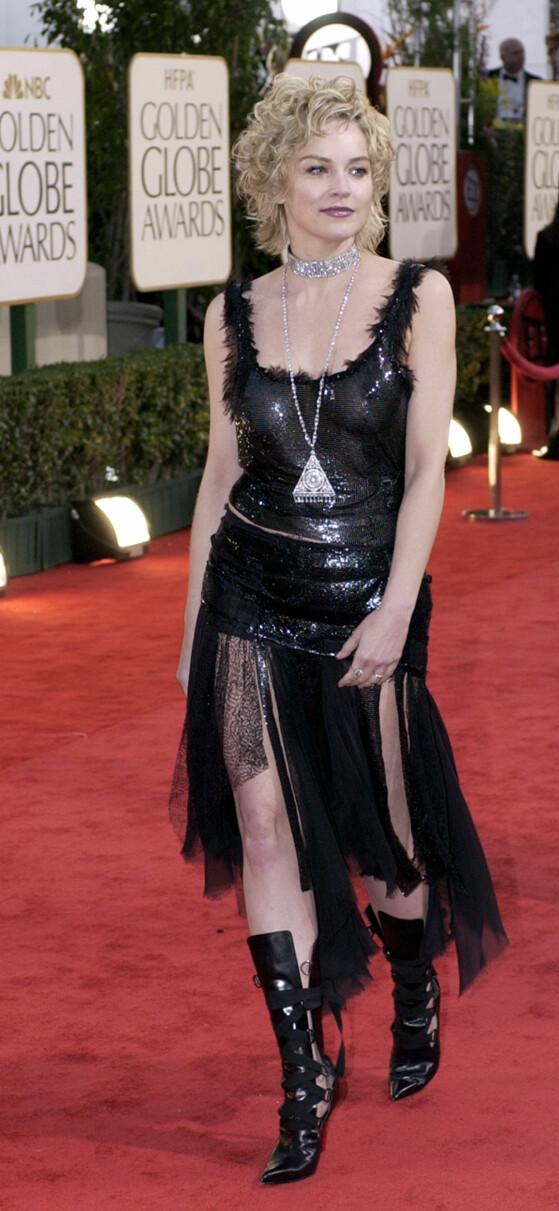 <strong>ÅPEN KJOLE:</strong> Versace-kjolen til Sharon Stone i 2003 overlot lite til fantasien. FOTO:AP