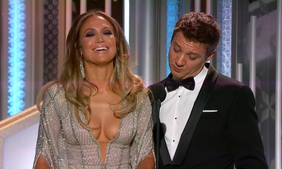 <strong>DYP KLØFT:</strong> Den dype utrigningen til Jennifer Lopez (47) gikk ikke ubemerket henhos skuespillerkollega Jeremy Renner(45) under Golden Globe i 2015. FOTO: Xposure / NTB Scanpix